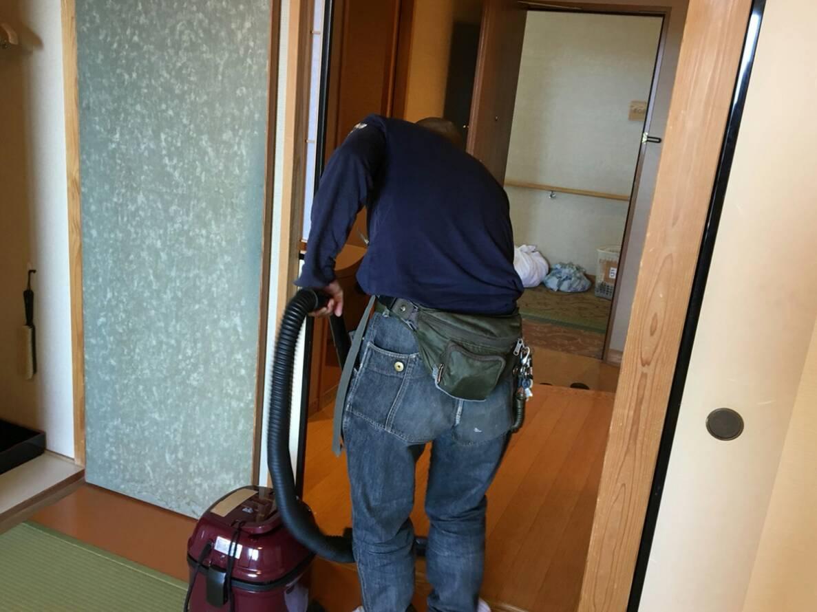ホテル客室清掃の様子