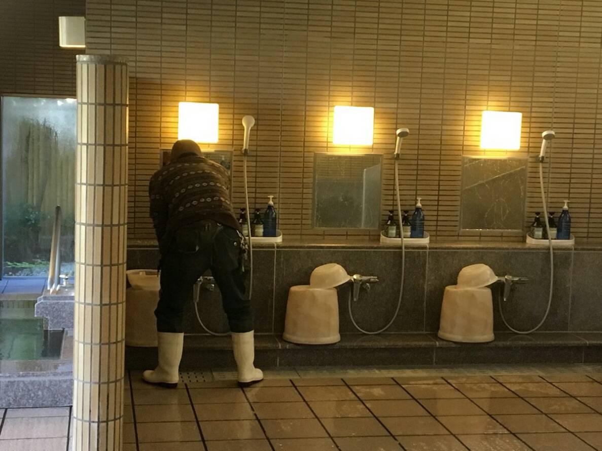ホテル大浴場清掃の様子