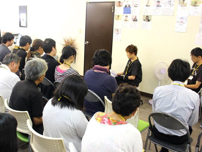 経営報告会でメンバーが講演している様子